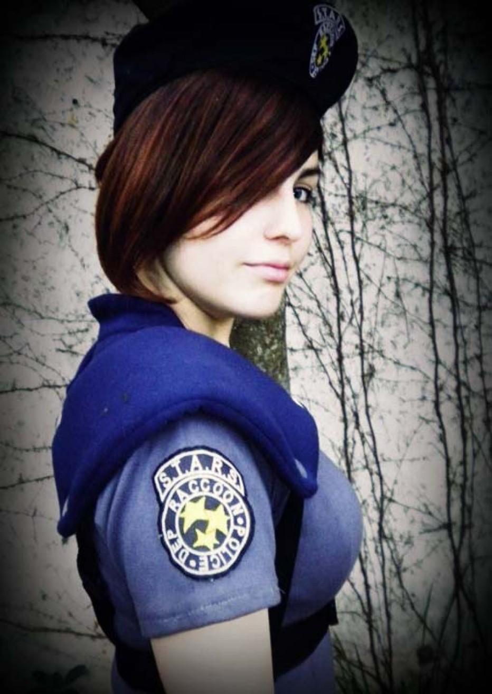 Resident-Evils-Jill-Valentine-Cosplay-Gamers-Heroes-12.jpg
