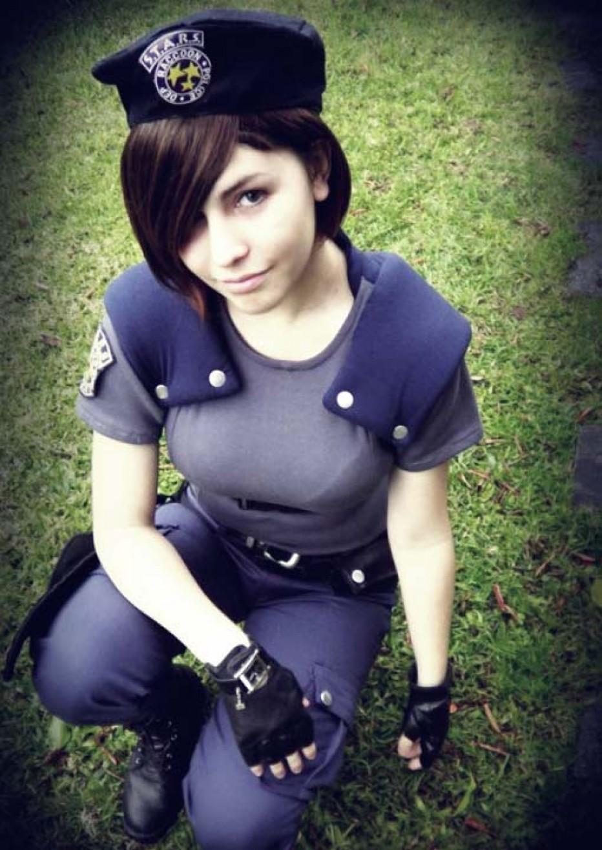 Resident-Evils-Jill-Valentine-Cosplay-Gamers-Heroes-15.jpg