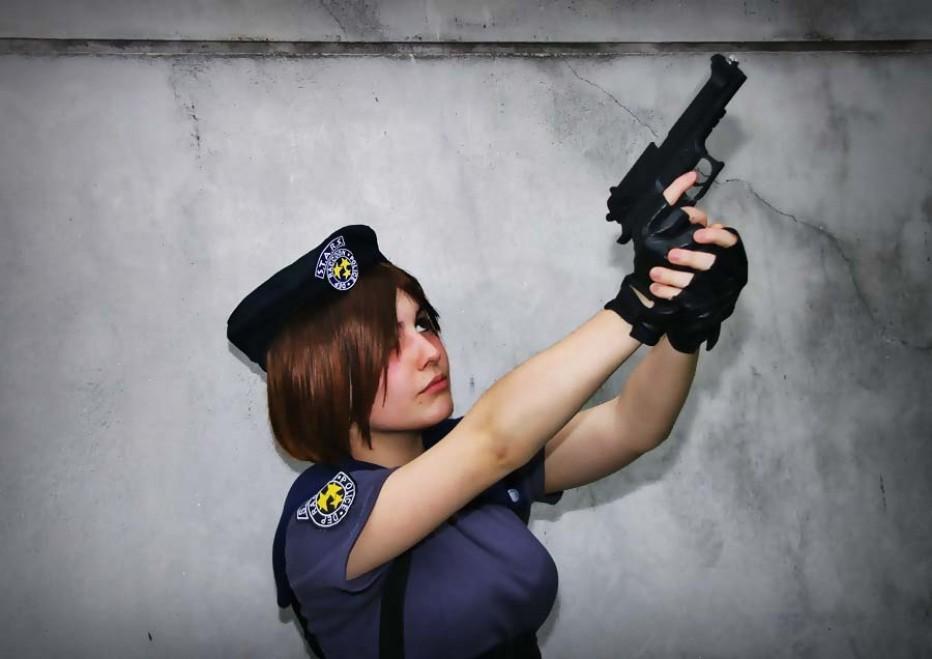 Resident-Evils-Jill-Valentine-Cosplay-Gamers-Heroes-6.jpg