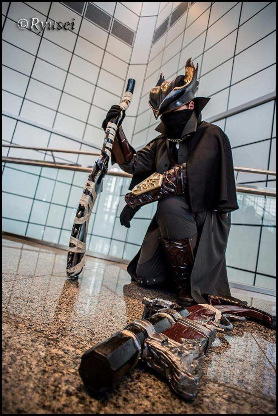 Bloodborne-Hunter-Cosplay-2.jpg