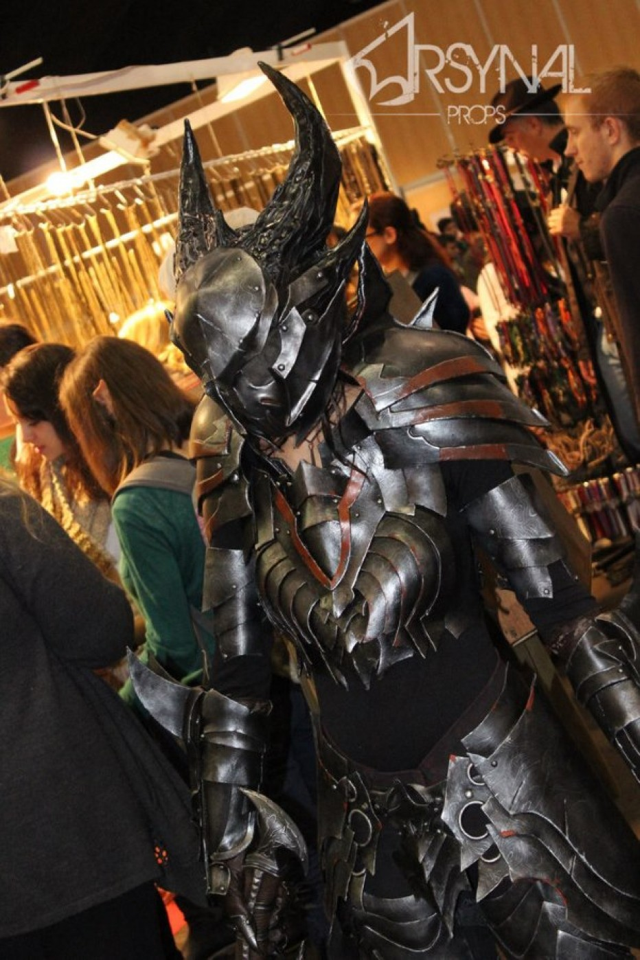 The-Elder-Scrolls-Online-Daedric-Armor-Cosplay-Gamers-Heroes-3.jpg