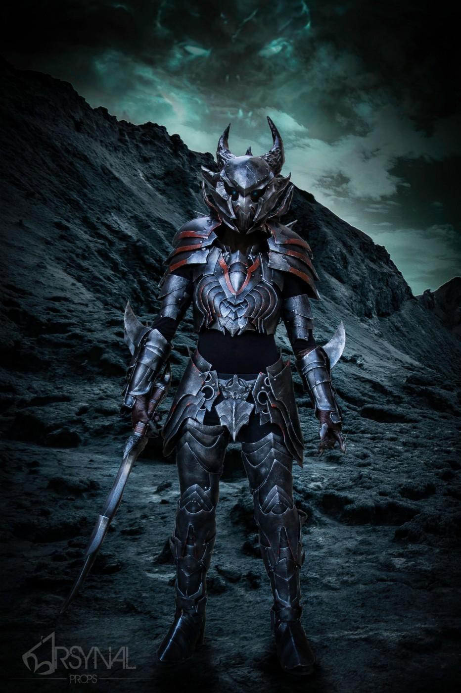 The-Elder-Scrolls-Online-Daedric-Armor-Cosplay-Gamers-Heroes-4.jpg