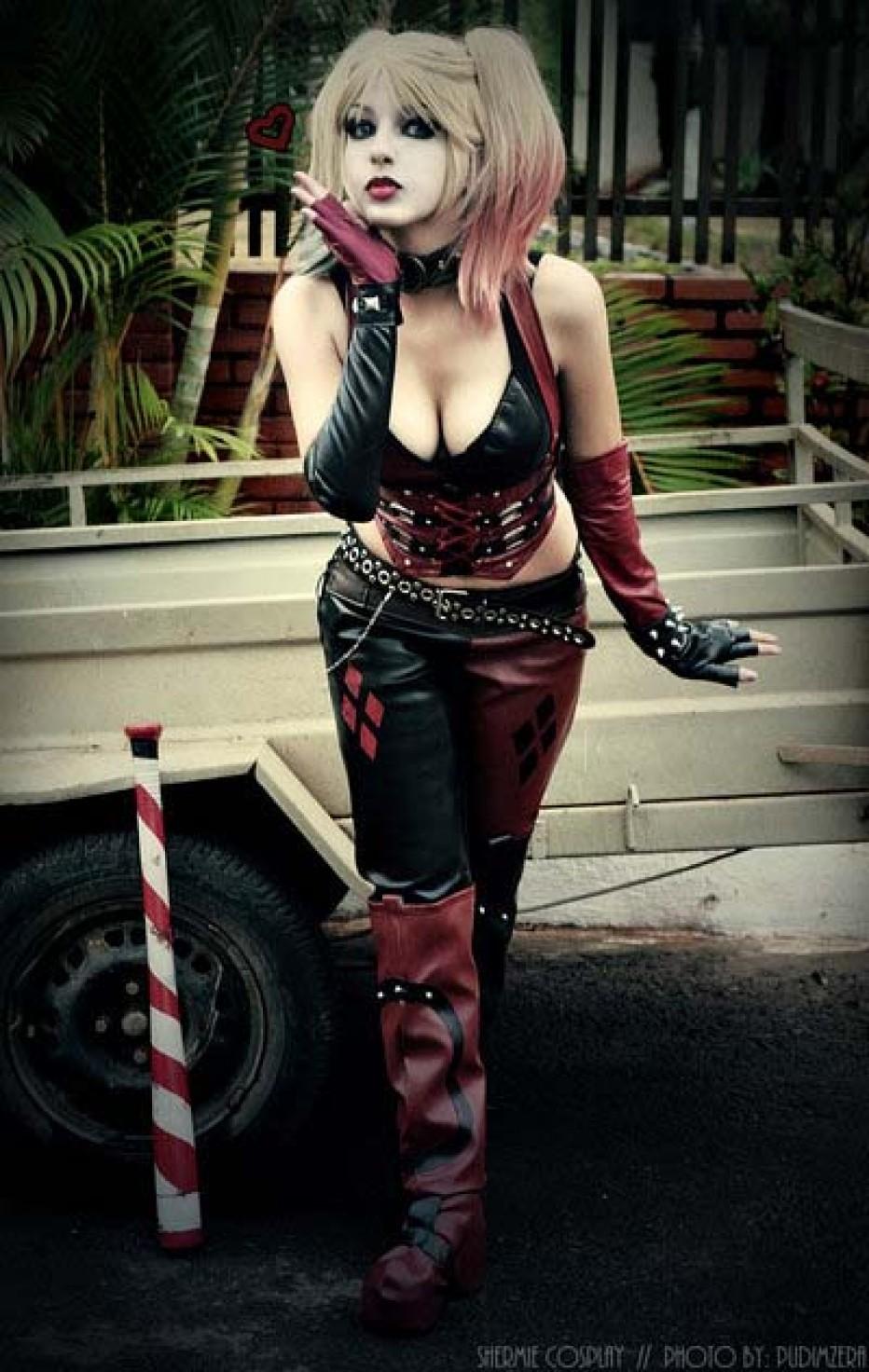 Harley-Quinn-Cosplay-Gamers-Heroes-17.jpg