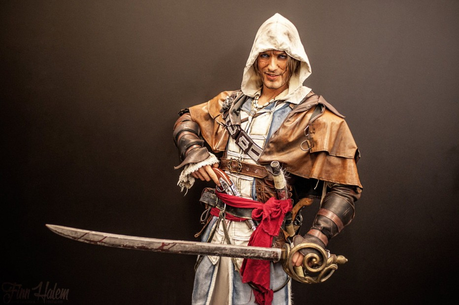 Assassins-Creed-IV-Cosplay-Gamers-Heroes-8.jpg