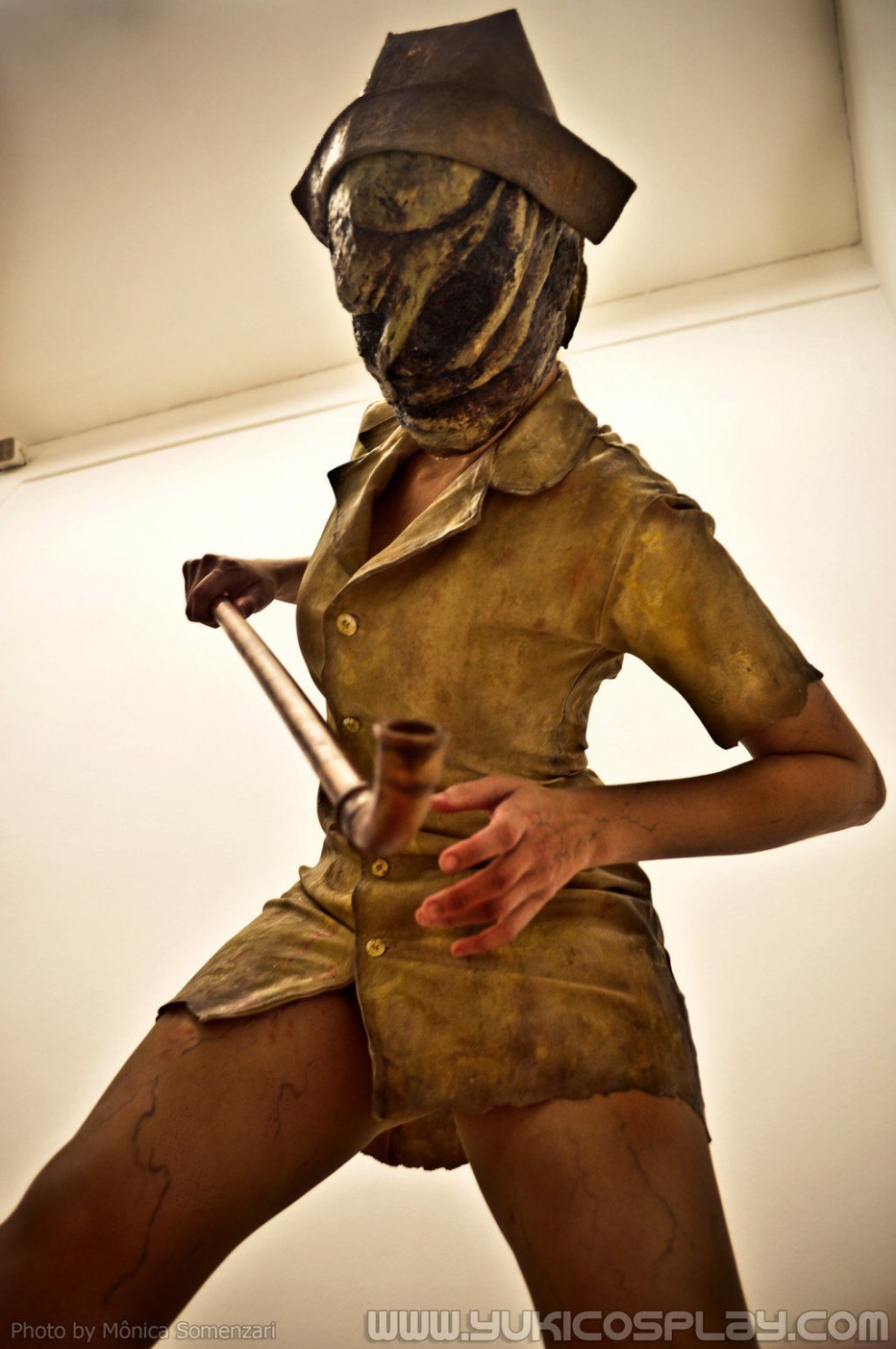Silent-Hill-Nurse-Cosplay-4.jpg