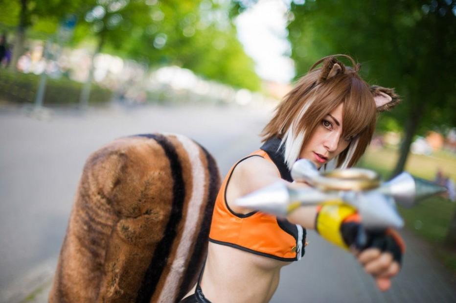 BlazBlue-Makoto-Nanaya-Cosplay-Gamers-Heroes-10.jpg