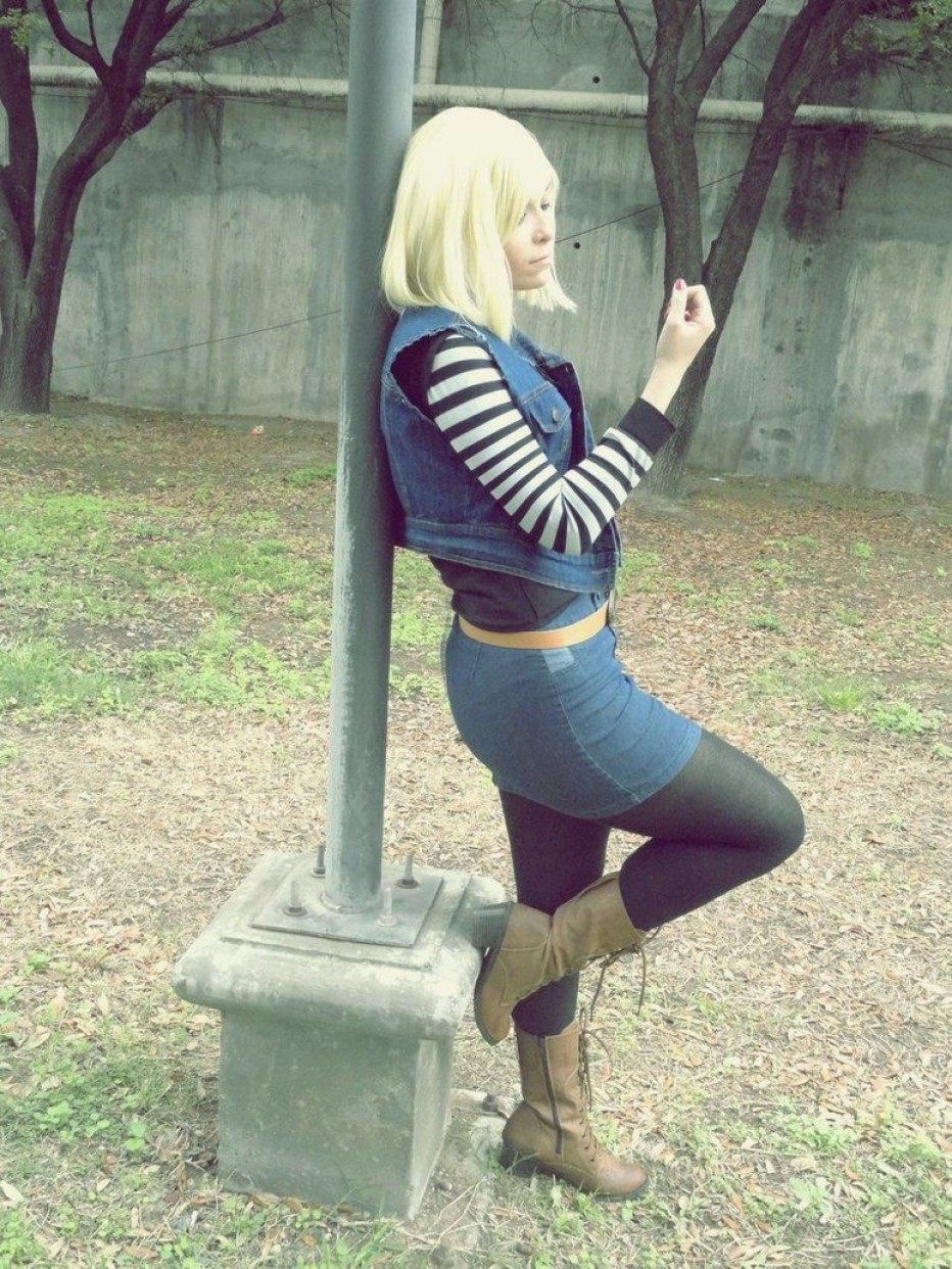 Dragon-Ball-Z-Android-18-Cosplay-10.jpg
