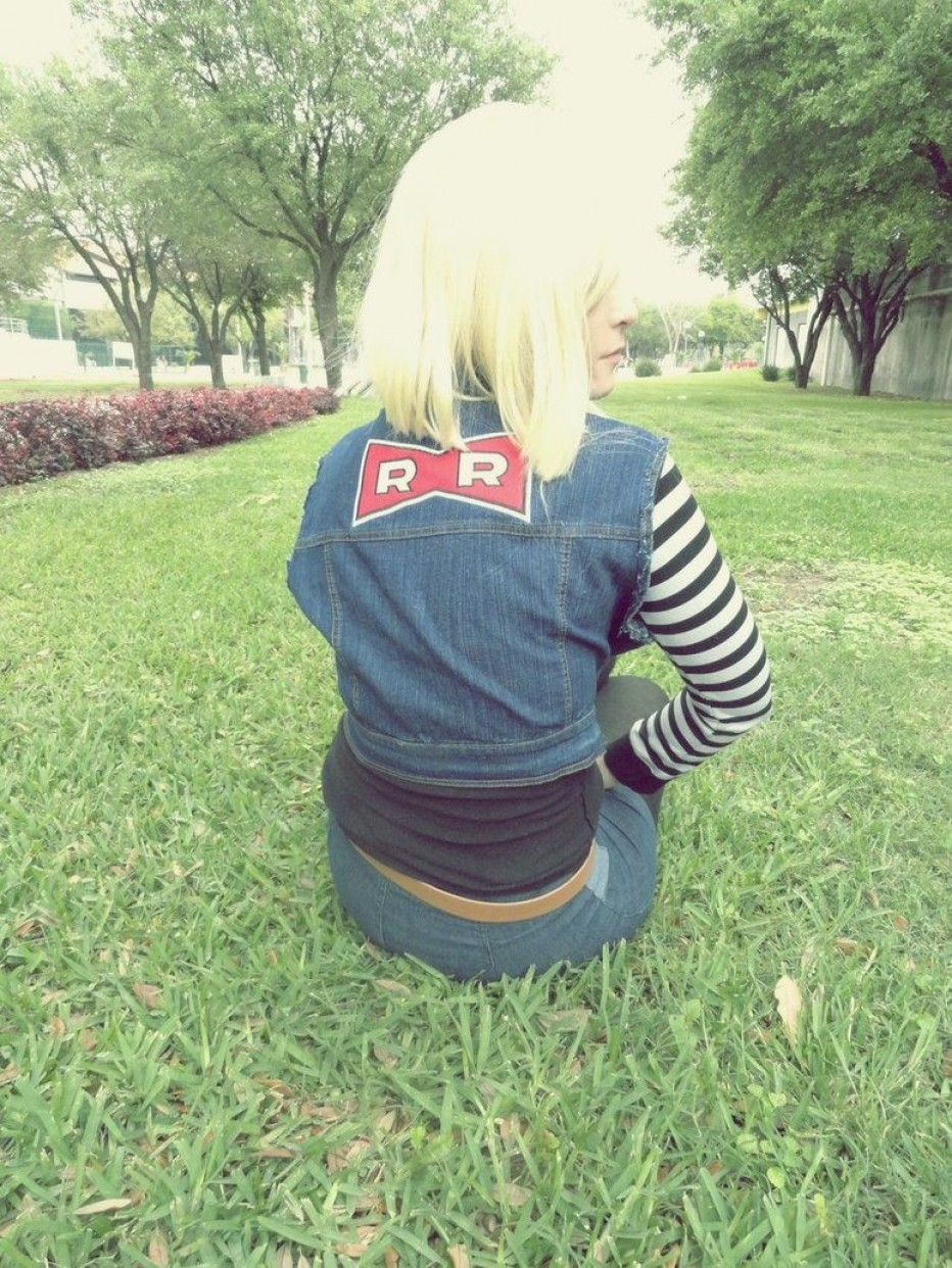 Dragon-Ball-Z-Android-18-Cosplay-11.jpg