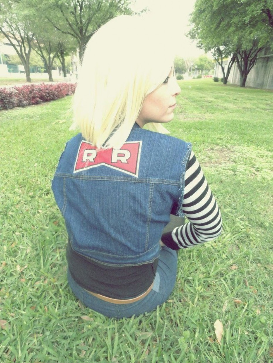 Dragon-Ball-Z-Android-18-Cosplay-14.jpg