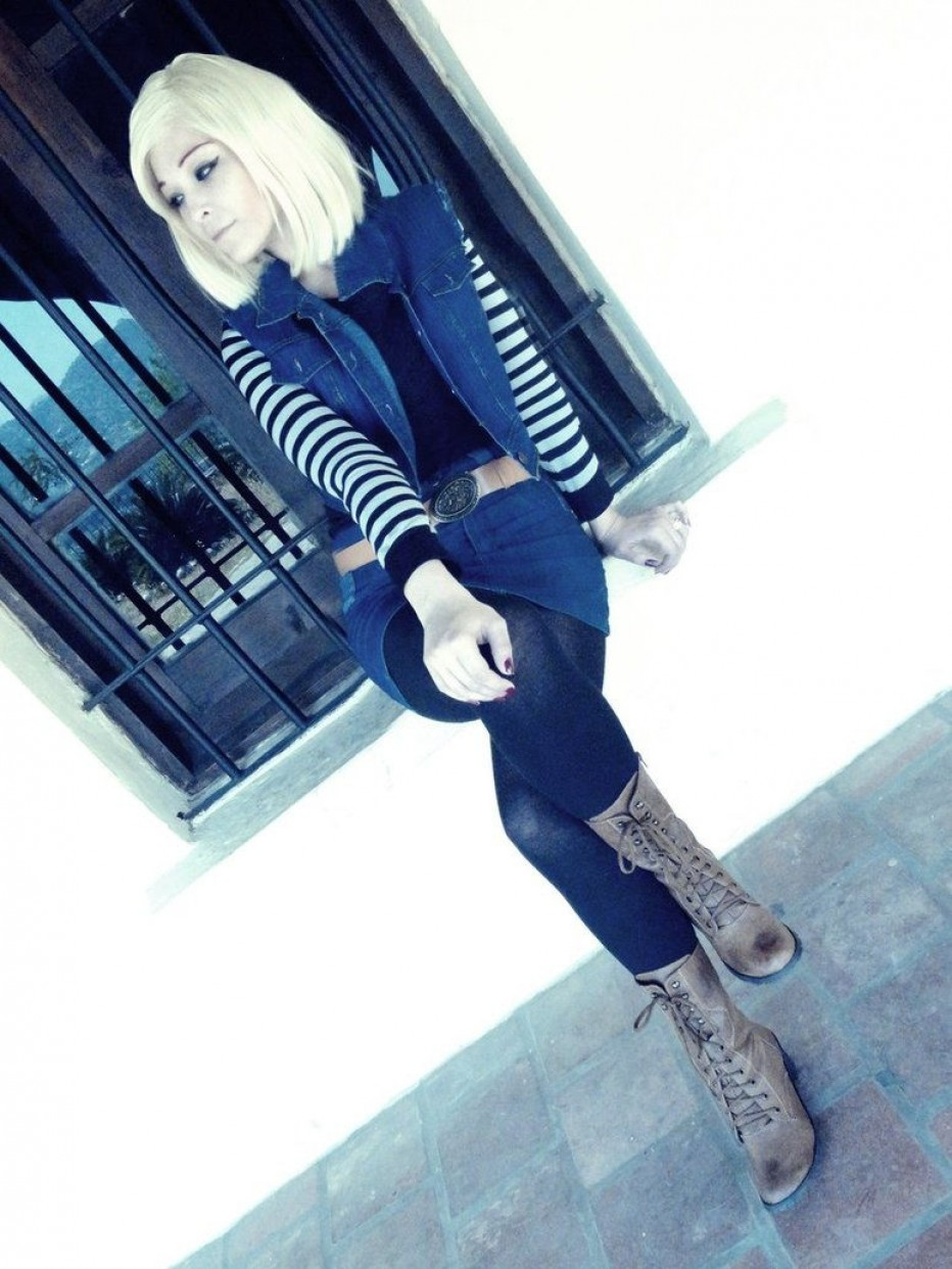Dragon-Ball-Z-Android-18-Cosplay-2.jpg