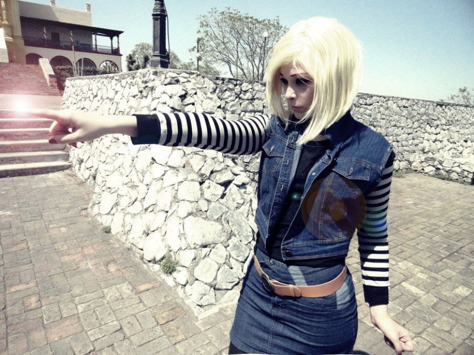 Dragon-Ball-Z-Android-18-Cosplay-6.jpg
