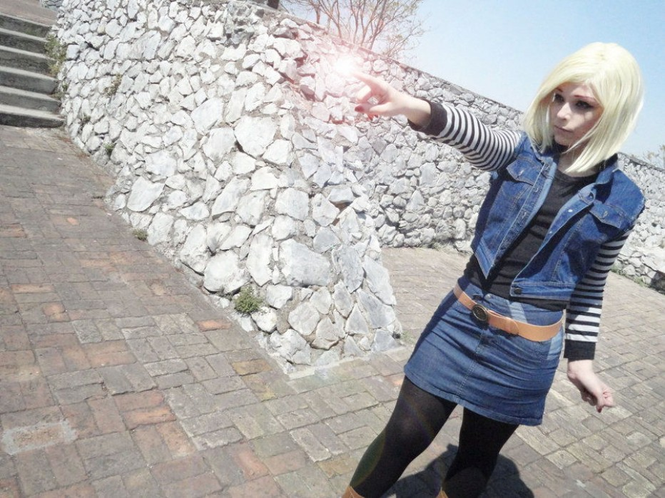 Dragon-Ball-Z-Android-18-Cosplay-7.jpg
