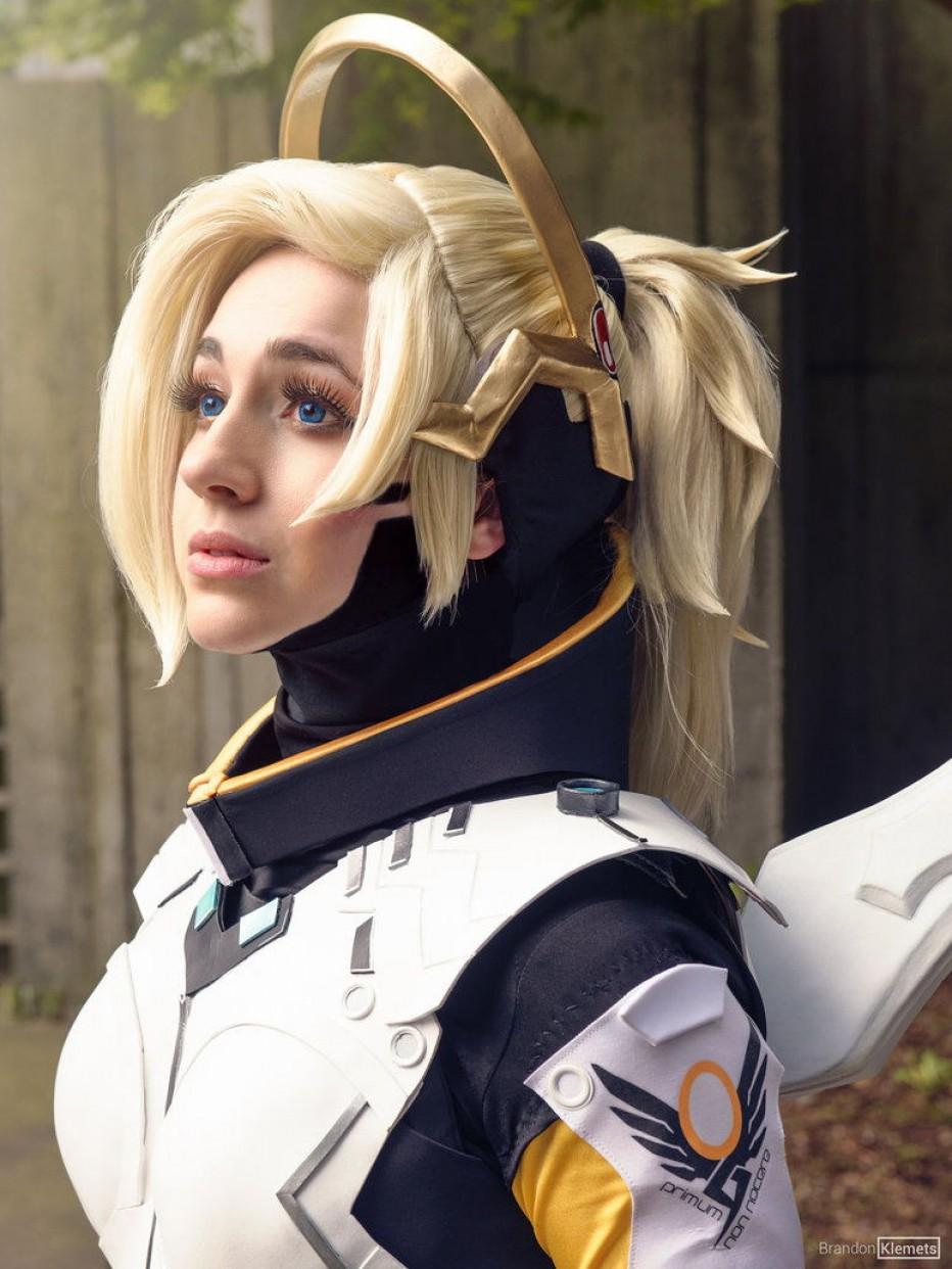 Overwatch-Mercy-Cosplay-Gamers-Heroes-1.jpg