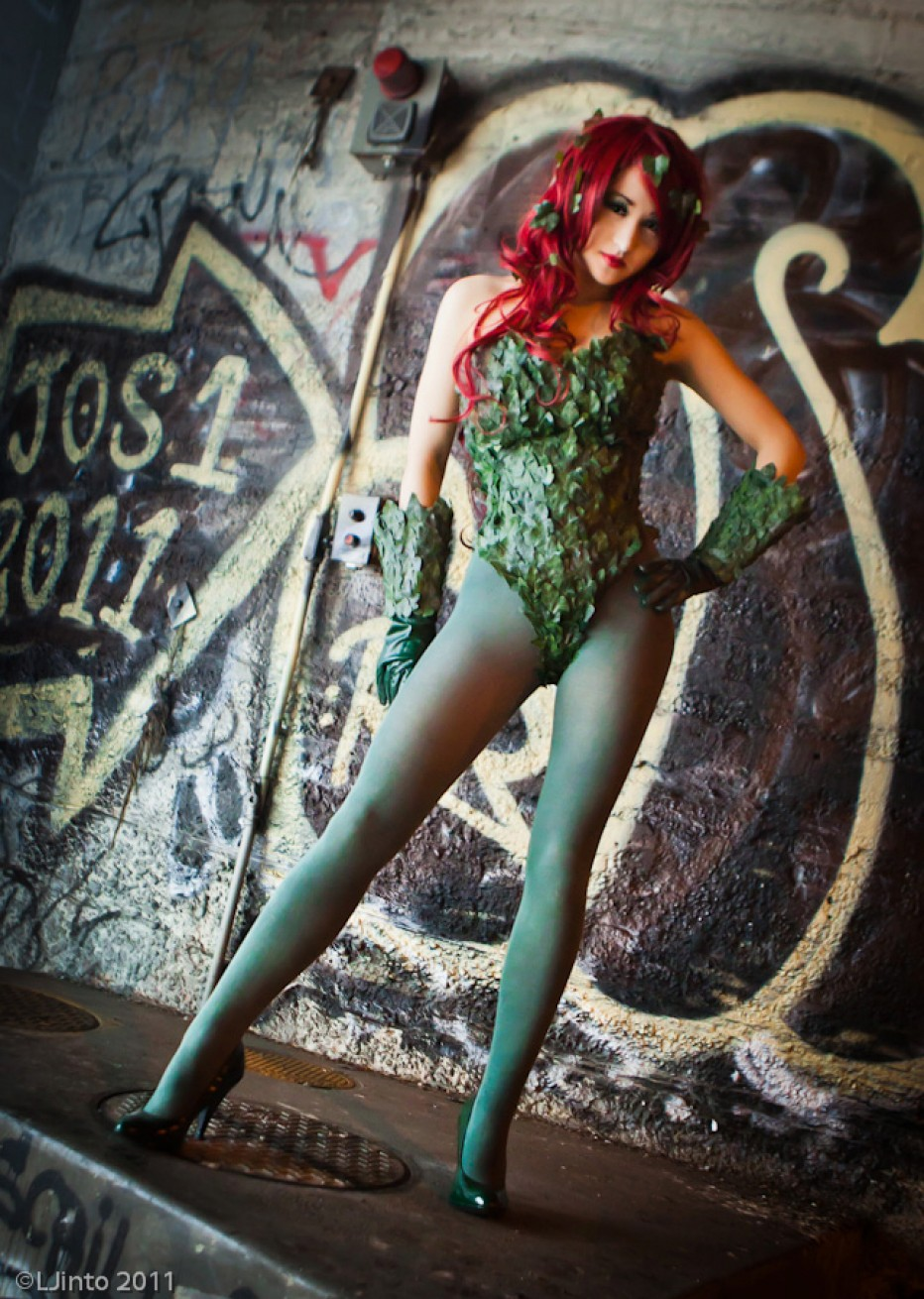 Batman-Poison-Ivy-Cosplay-Gamers-Heroes-5.jpg