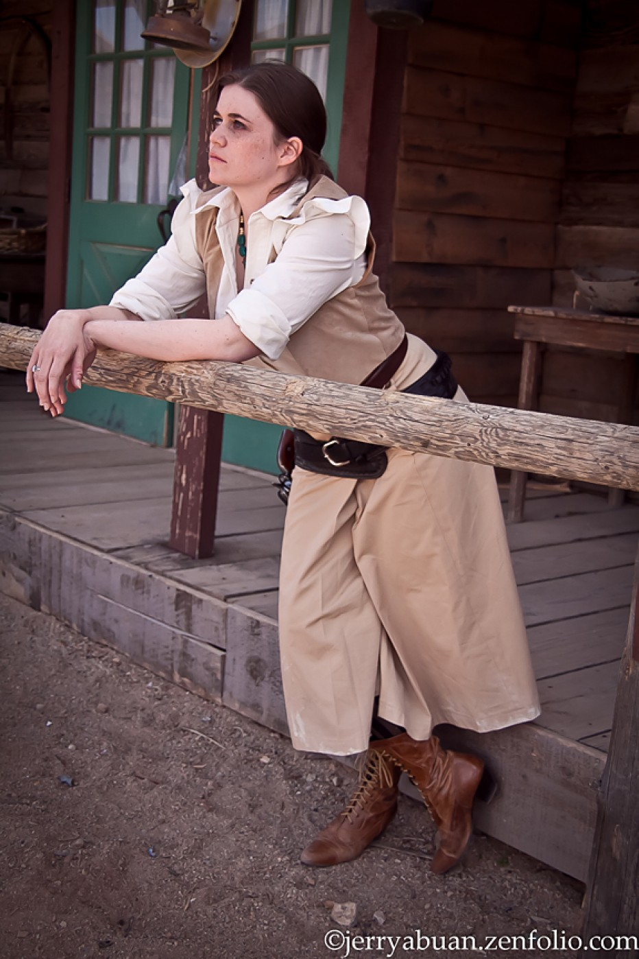 Red-Dead-Redemption-Bonnie-MacFarlane-Cosplay-Gamers-Heroes-2.jpg