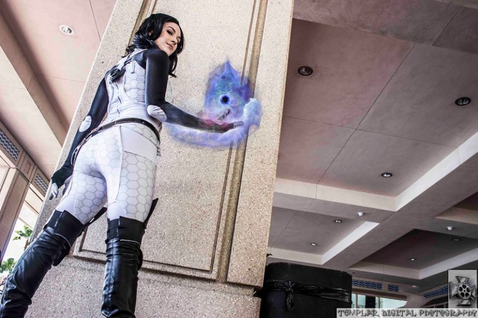 Mass-Effect-Miranda-Lawson-Cosplay-Gamers-Heroes-2.jpg
