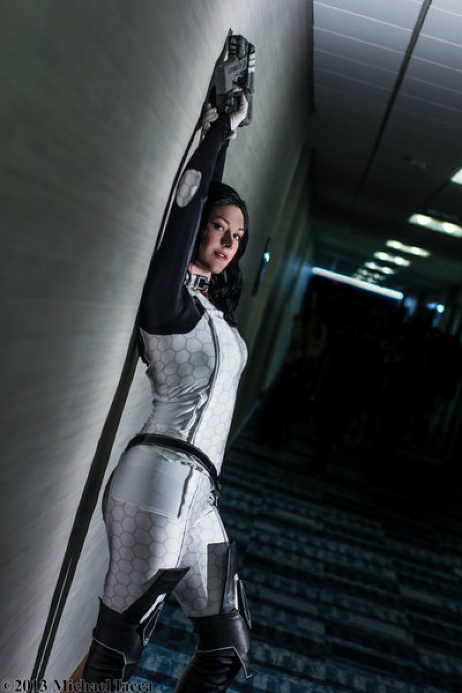 Mass-Effect-Miranda-Lawson-Cosplay-Gamers-Heroes-4.jpg
