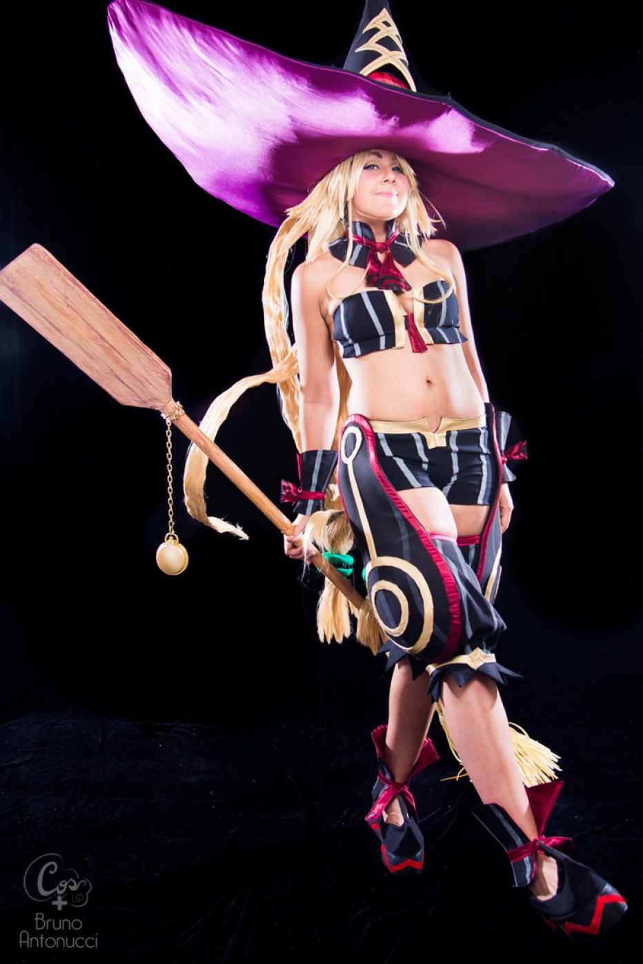 The-Witch-and-the-Hundred-Knight-Metallia-Cosplay-Gamers-Heroes-8.jpg