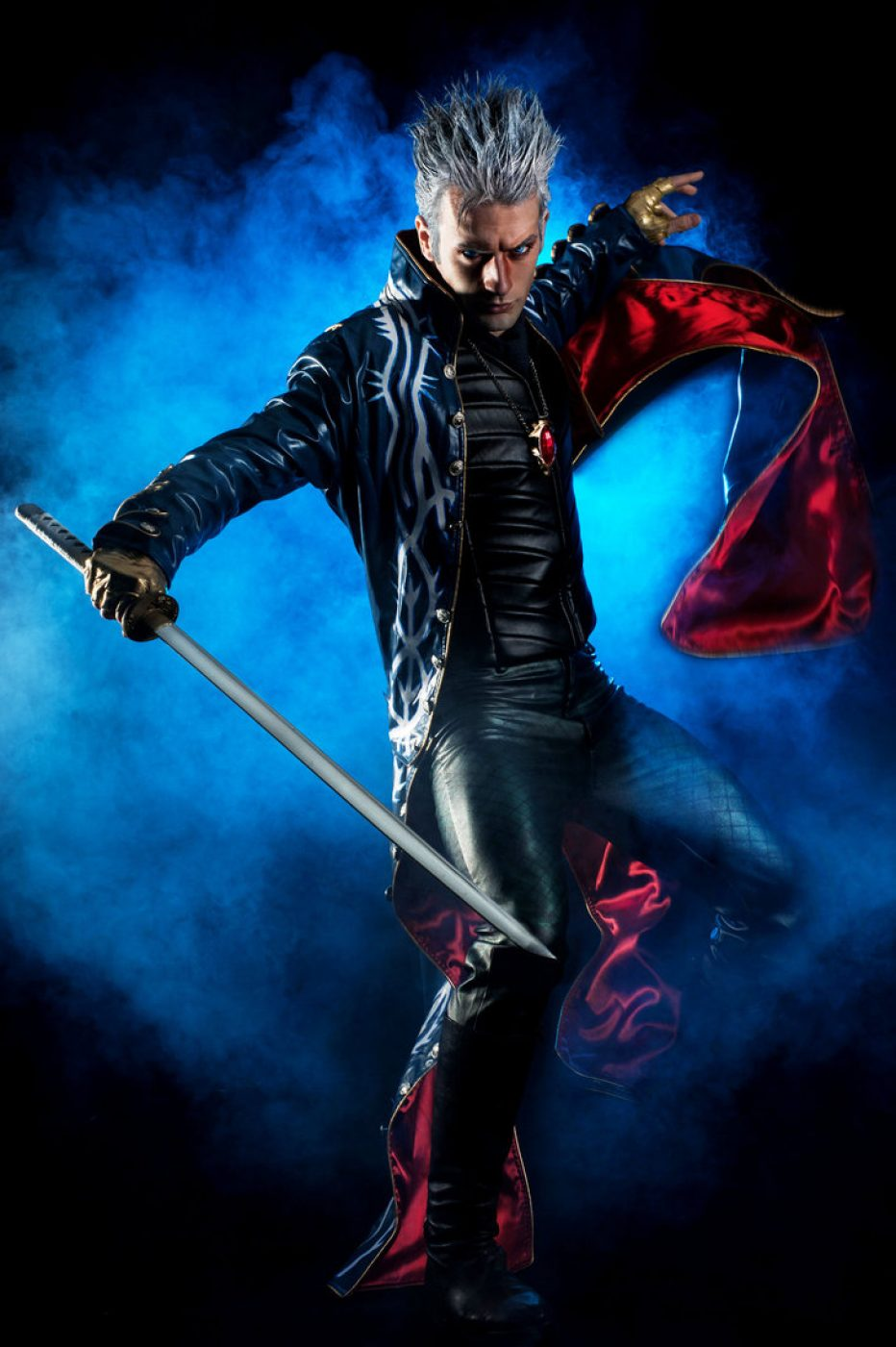 Devil-May-Cry-Vergil-Cosplay-Gamers-Heroes-1.jpg