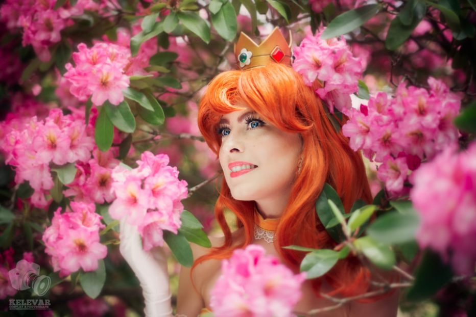 Princess-Daisy-Cosplay-Gamers-Heroes-2.jpg