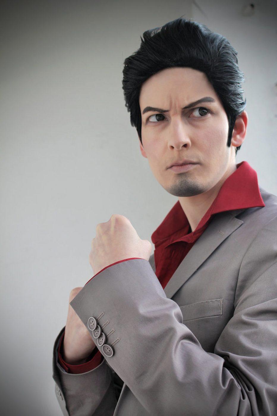 Kazuma-Kiryu-Yakuza-Cosplay-Gamers-Heroes-5.jpg