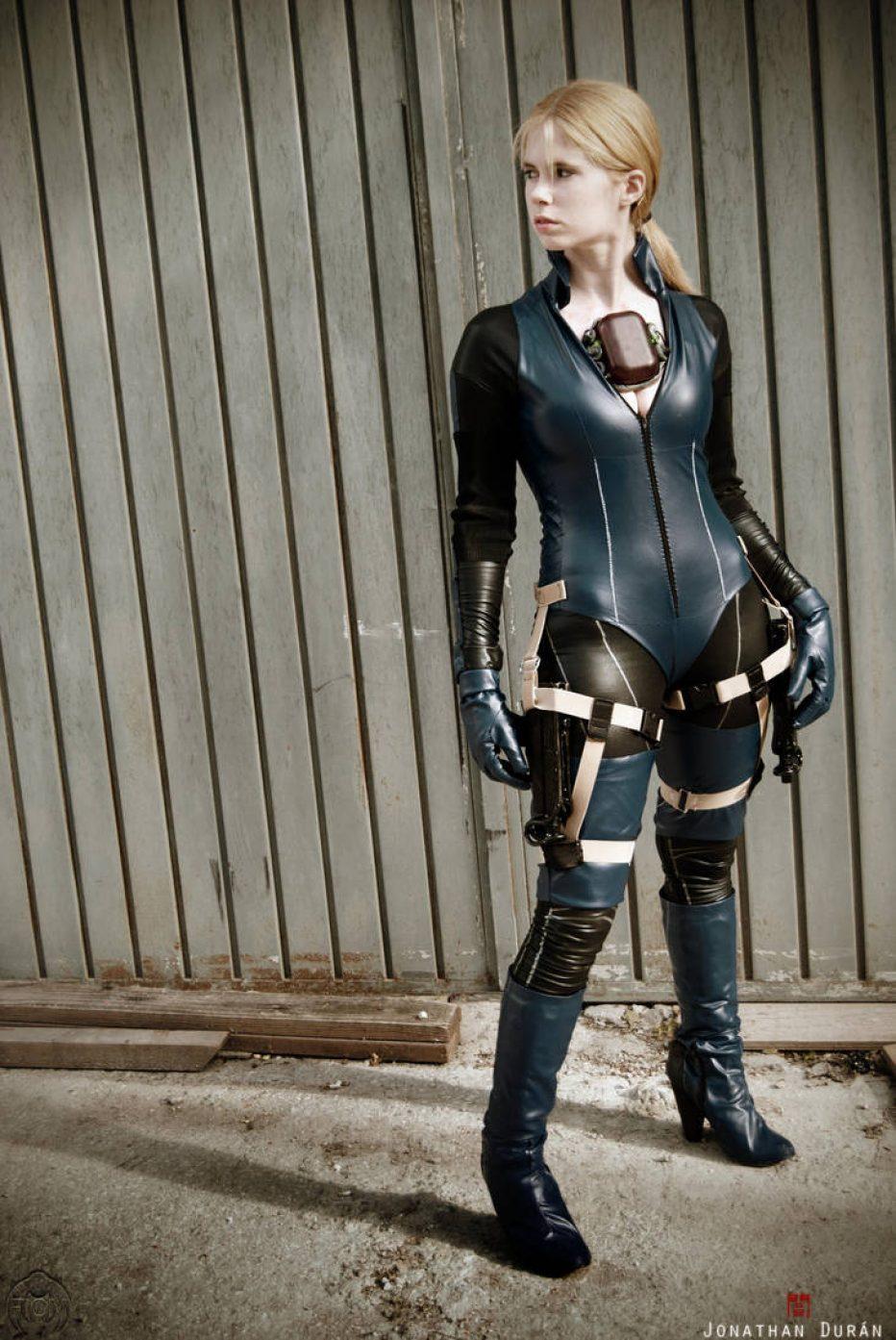 Resident-Evil-5-Jill-Valentine-Cosplay-Gamers-Heroes-1.jpg