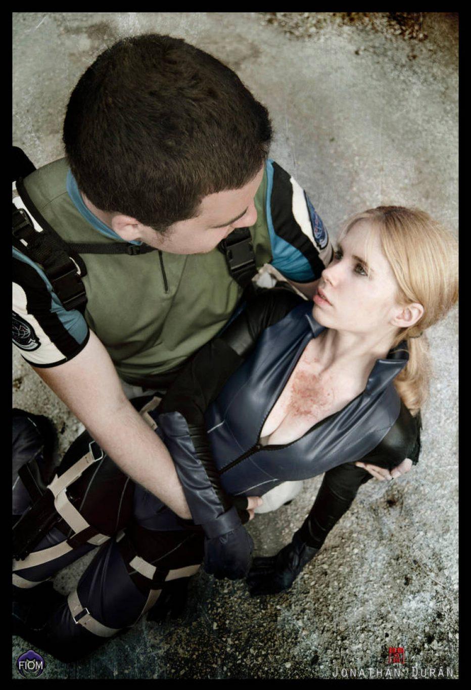 Resident-Evil-5-Jill-Valentine-Cosplay-Gamers-Heroes-2.jpg