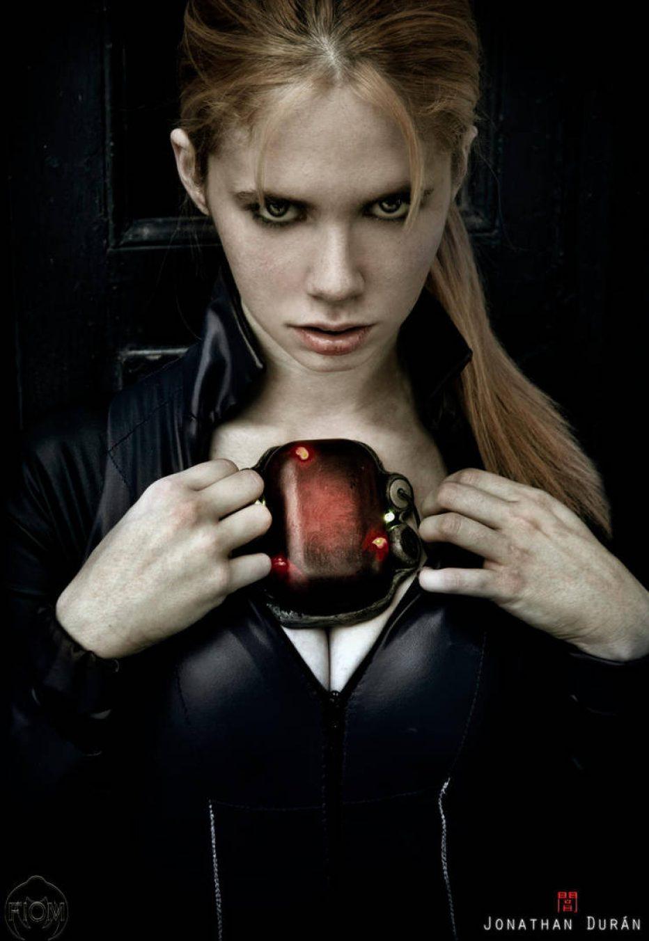 Resident-Evil-5-Jill-Valentine-Cosplay-Gamers-Heroes-3.jpg