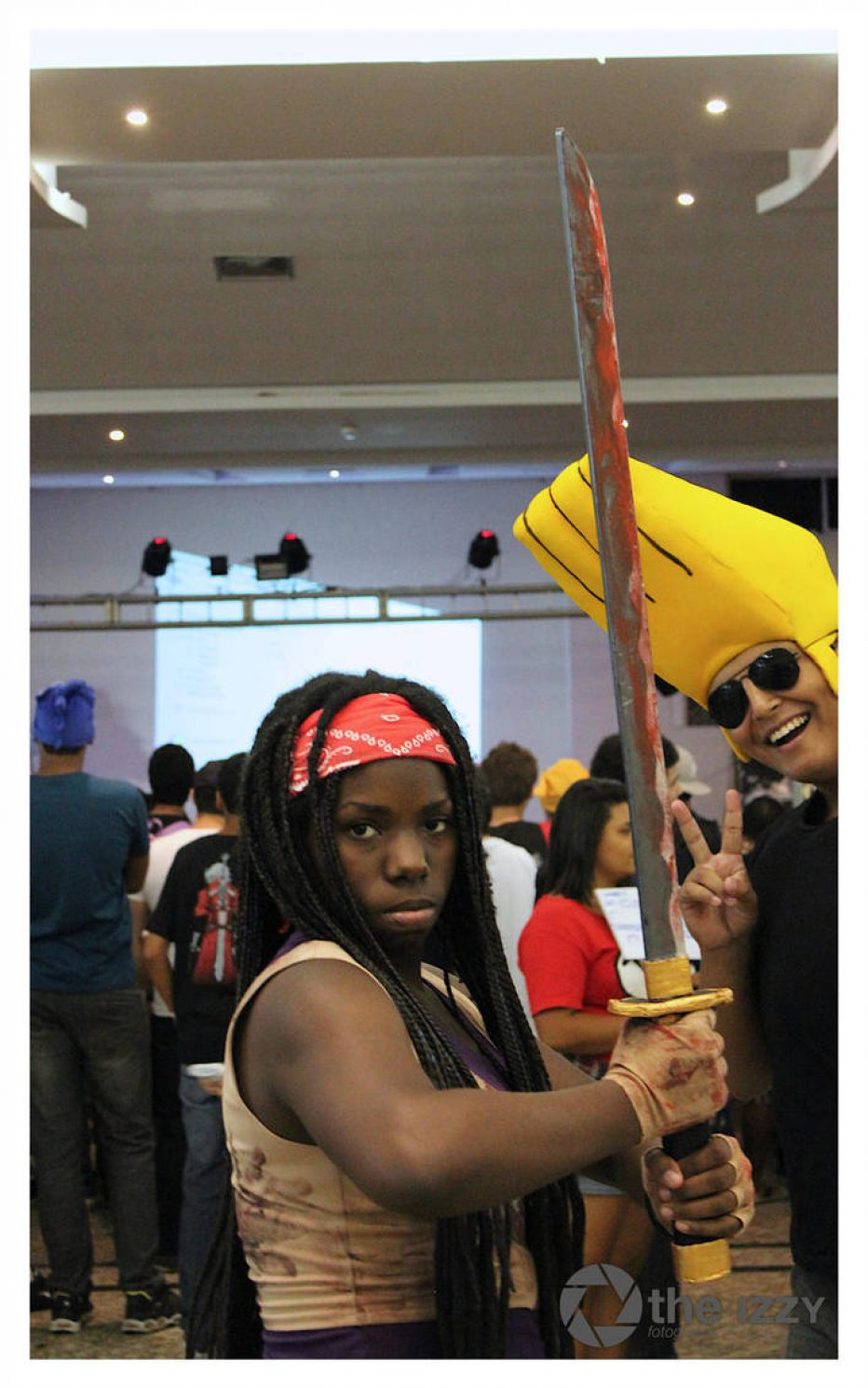 The-Walking-Dead-Michonne-Cosplay-Gamers-Heroes-2.jpg