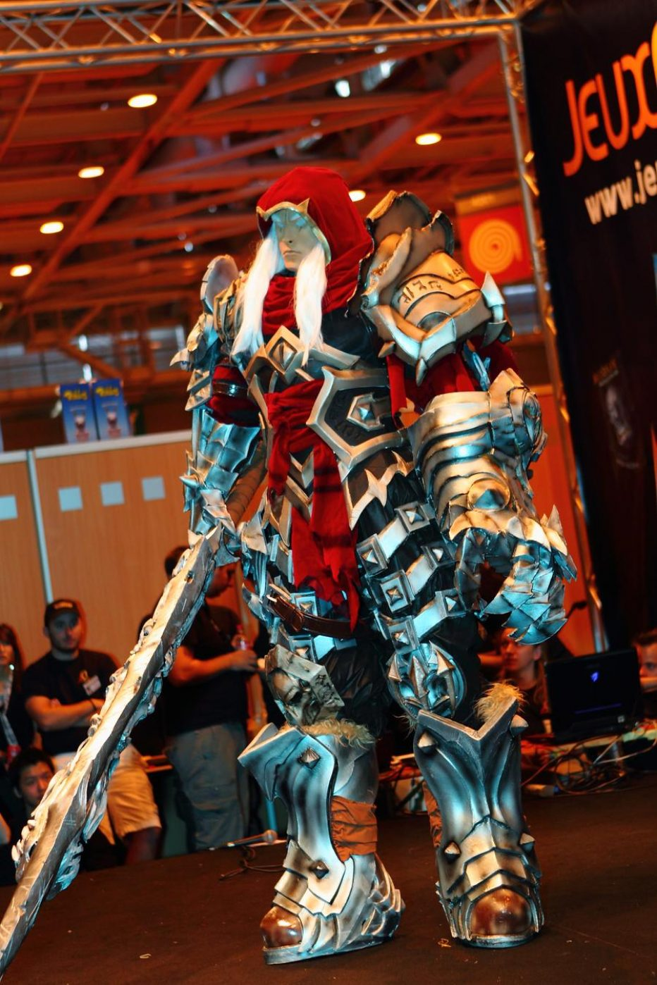 Darksiders-War-Cosplay-Gamers-Heroes-3.jpg