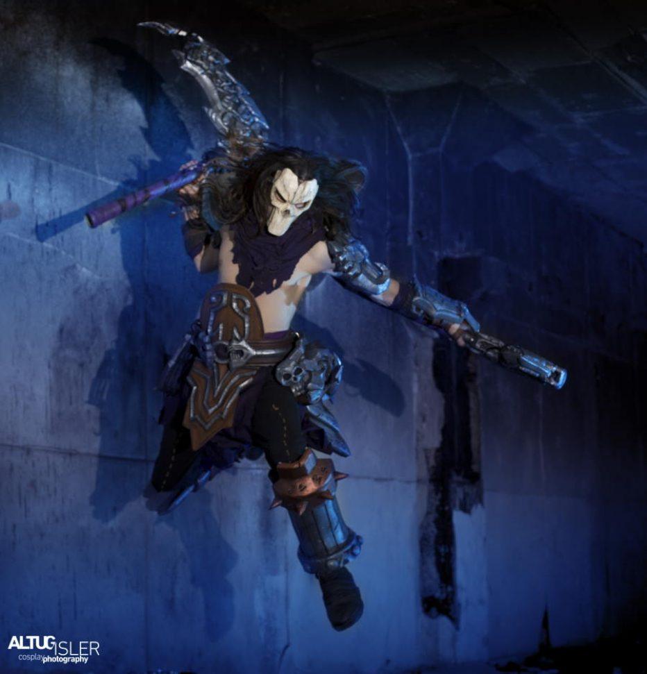 Darksiders-Death-Cosplay-Gamers-Heroes-2.jpg