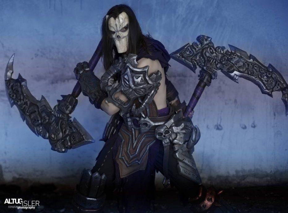 Darksiders-Death-Cosplay-Gamers-Heroes-3-1.jpg