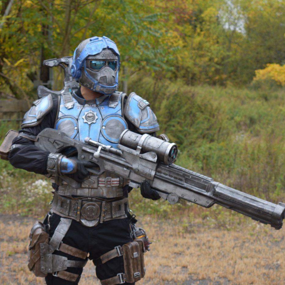 Gears-of-War-Benjamin-Carmine-Cosplay-Gamers-Heroes-2.jpg