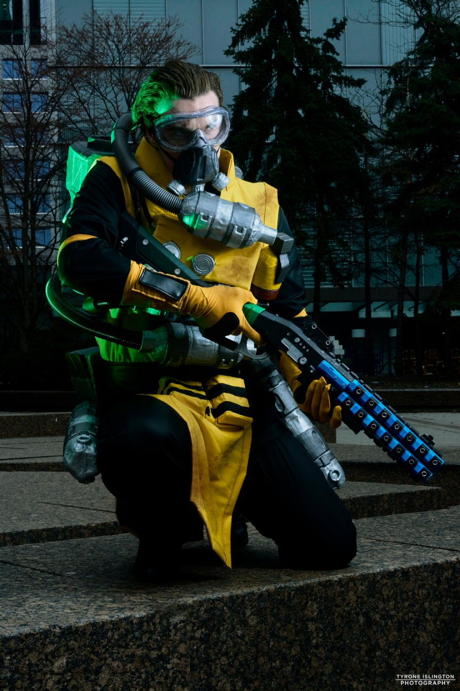 Apex-Legends-Caustic-Cosplay-Gamers-Heroes-2.jpg