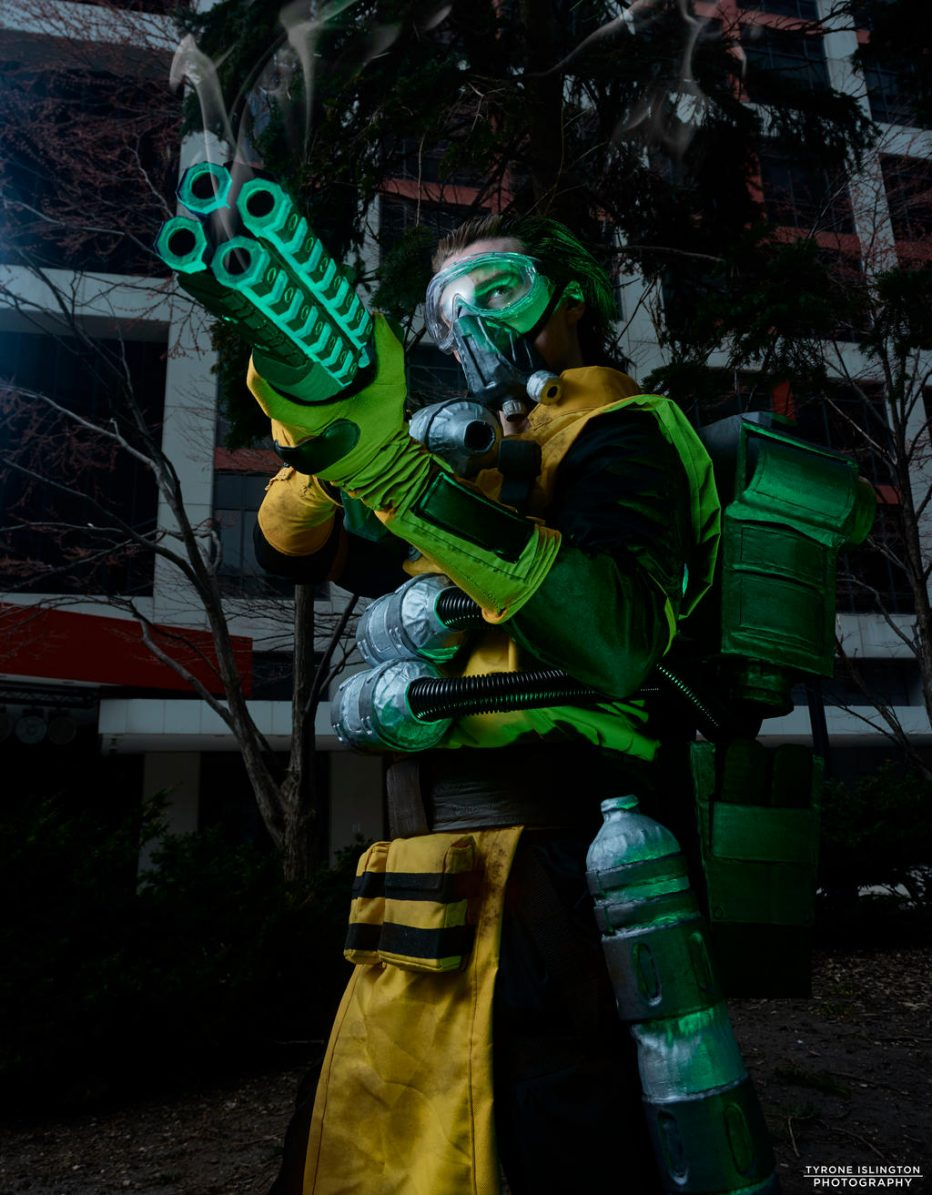 Apex-Legends-Caustic-Cosplay-Gamers-Heroes-5.jpg