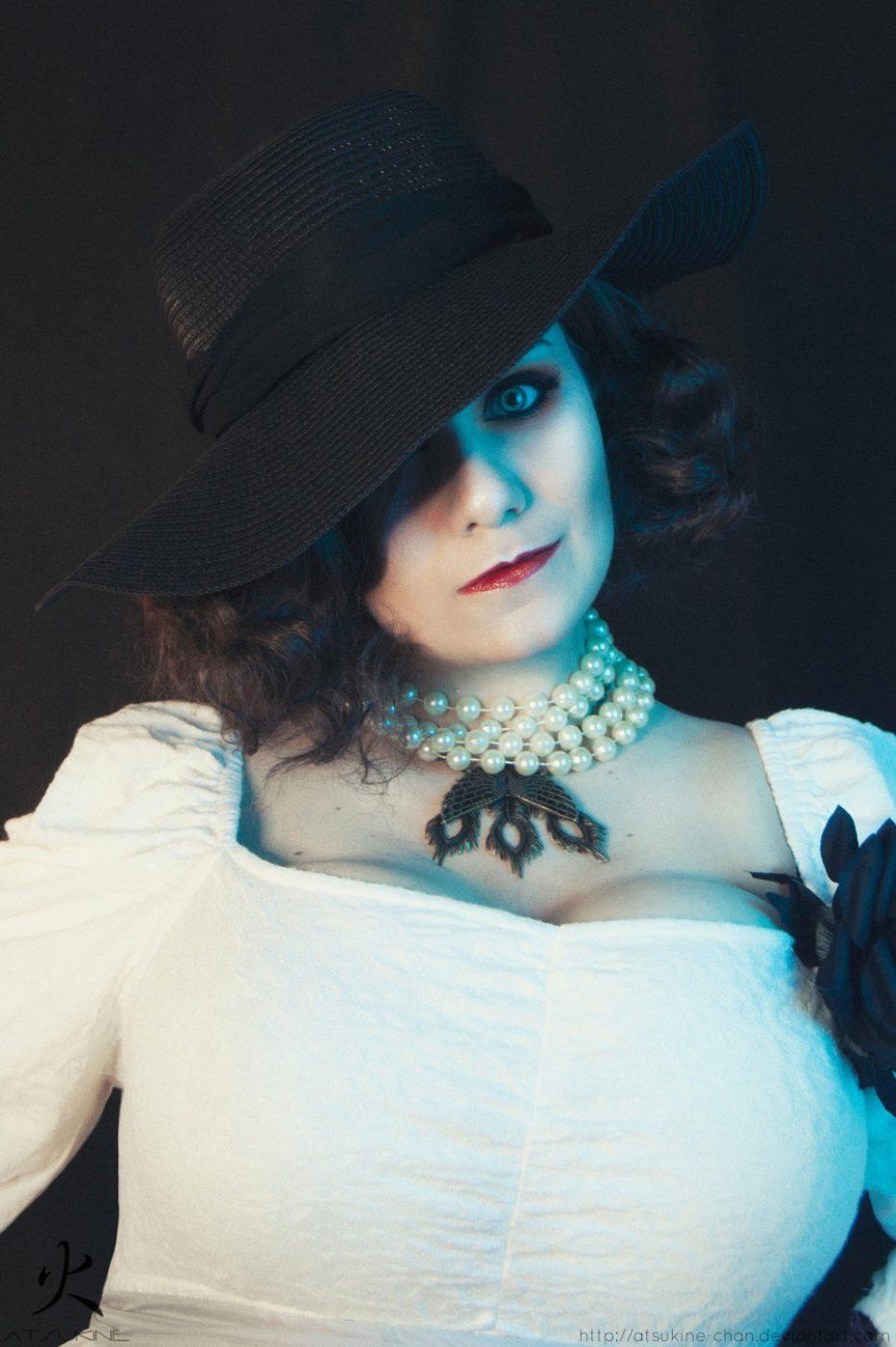 Resident-Evil-Village-Lady-Dimitrescu-Cosplay-Gamers-Heroes-2.jpg